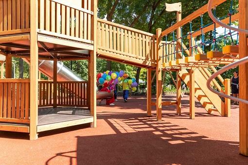 В Таганроге обновили детскую площадку